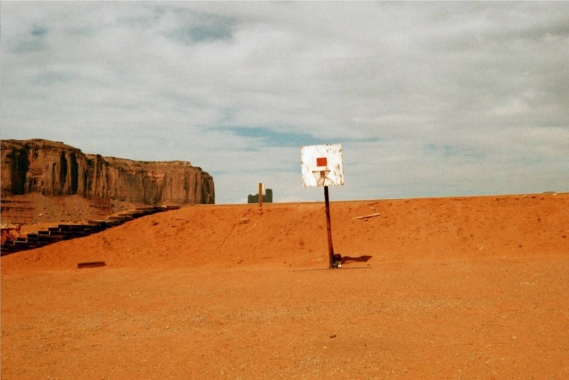 Basketball court, Monument Valley Navajo Tribal Park, on the Utah/Arizona border. Photo via Hoopedia.