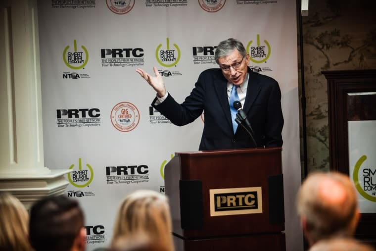 FCC Chairman Tom Wheeler in McKee, Kentucky. (Photo by Shawn Poynter)