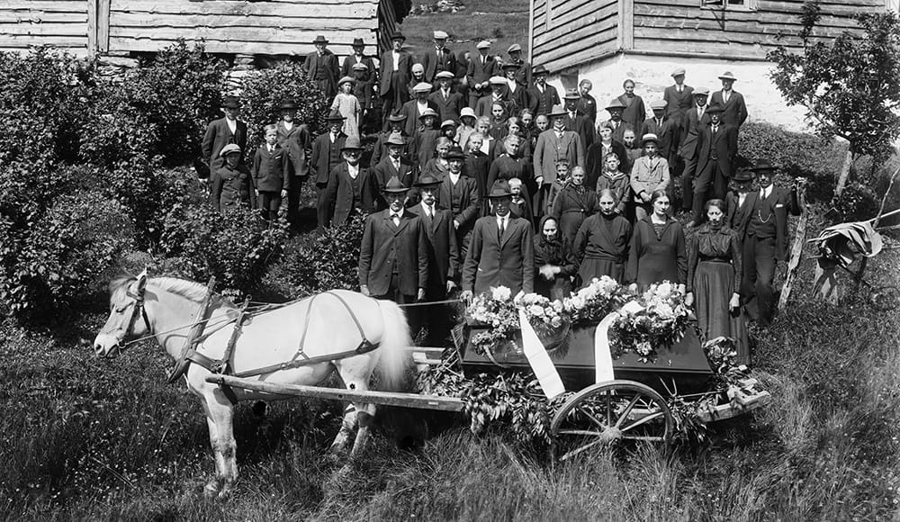 A funeral procession from the early 1900s./ (Creative Commons)