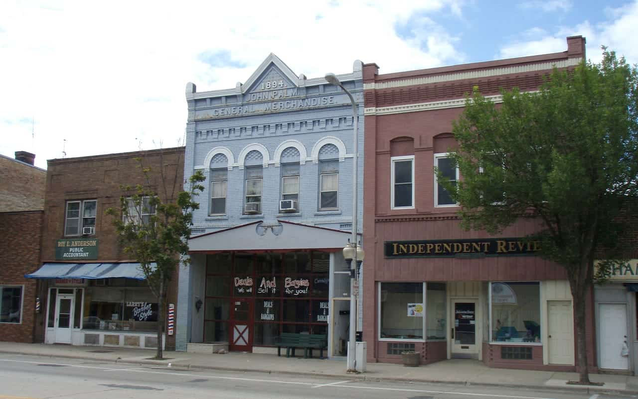Downtown Litchfield. (Photo by Elkman, Wikipedia, Creative Commons)