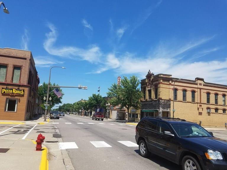 Litchfield-Downtown-Scene-2018-768×576