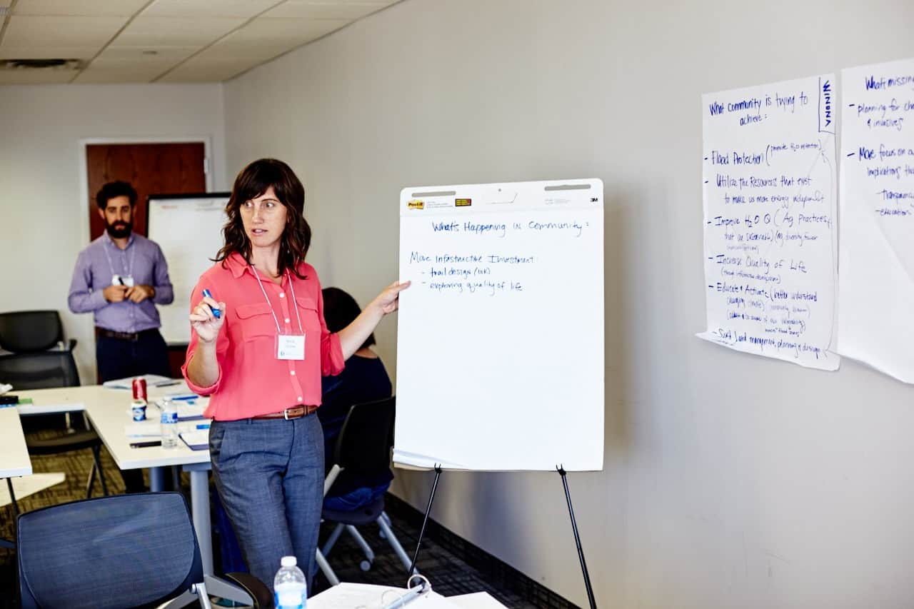 Anna Claussen leading a discussion. (Photo by Shawn Poynter, St. Paul MN 2016)