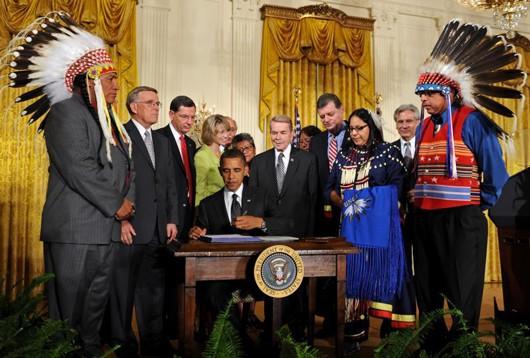 ObamasignsTribalact530.jpg