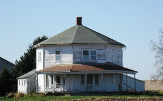 collinsoctgonalhouse530.jpg